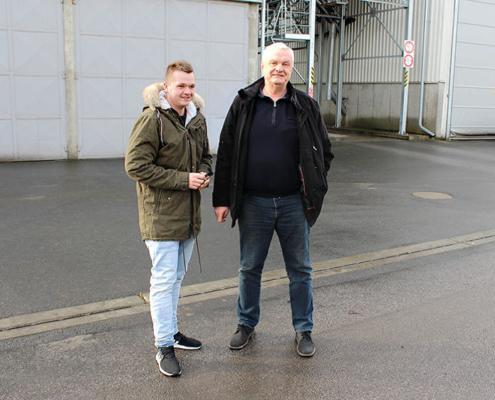 Předseda ZD Luštěnice Ing. Pavel Hrdlička (vpravo) a vedoucí posklizňové linky Jan Brož.