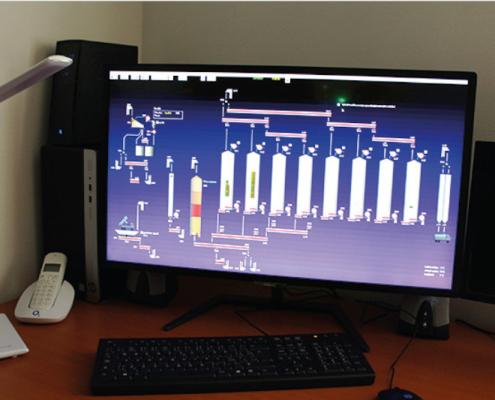 Provoz linky lze sledovat na obrazovce počítače, který je umístěn ve velínu.